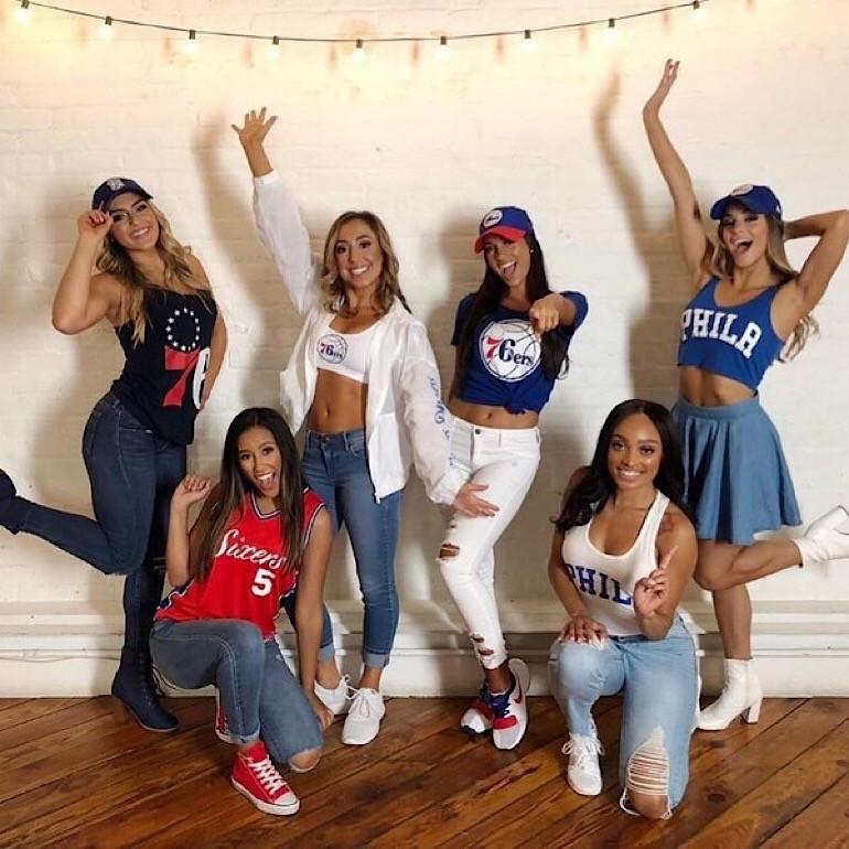 За американским баскетболом следят не только мужчины, но и такие очаровательные болельщицы
