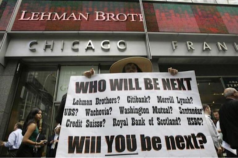 «Падение» мирового банка Lehman Brothers 15 сентября 2008 года привело к многочисленным отказам в кредитовании клиентов других банков, что еще больше усугубило мировой кризис